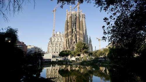 A Barcelone, la Sagrada familia rouvre ses portes en rendant hommage au personnel soignant