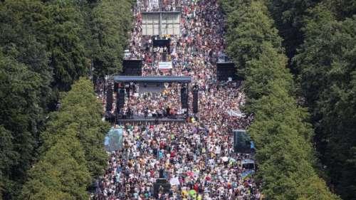 Coronavirus : des milliers de manifestants