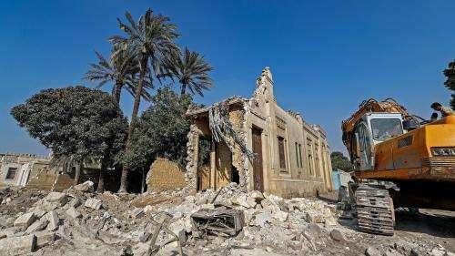 Au Caire, l'historique Cité des morts éventrée par une route nommée