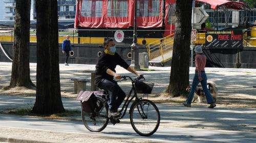 Pas de port du masque obligatoire à vélo à Paris :