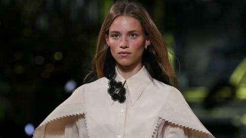 La Paris Fashion Week printemps-été 2021 reprend avec prudence les défilés en public, Covid-19 oblige