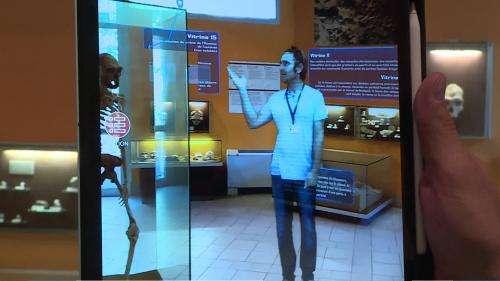 ÀTautavel, un hologramme guide les visiteurs du musée de la Préhistoire