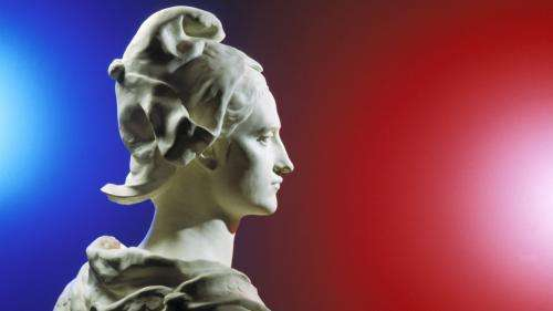 Michel Bouquet, Sophie Marceau, Akhénaton, Oxmo Puccino, font rimer musique et République sur le CD