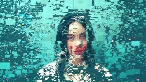 Billie Eilish fête le milliard de vues de son clip