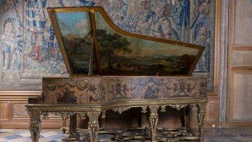 Vente aux enchères de la collection Aznavour-Garvarentz : le piano de Charles Aznavour vendu plus de 136.000 euros