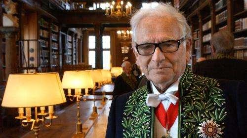 Pierre Cardin a été inhumé à Montmartre en habit d'académicien des beaux-arts