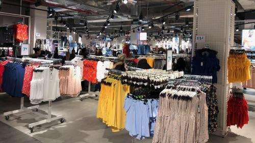 Industrie de la mode : le très polluant polyester, deux fois plus utilisé qu'il y a 20 ans