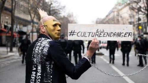 Après l'Odéon à Paris, des intermittents du spectacle occupent un théâtre de Pau et réclament des aides