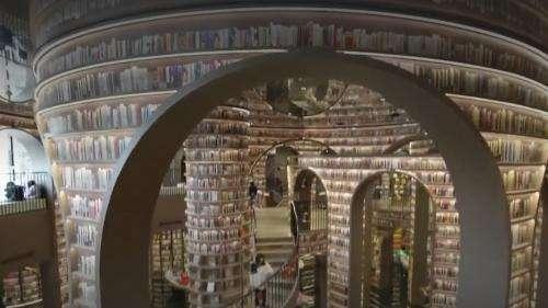 Chine : le succès des extravagantes librairies Zhongshuge aux allures de cathédrale ou de musée