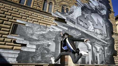 JR offre un trompe-l'oeil géant aux Florentins, de nouveau privés de musées