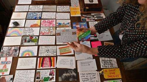 Les Londoniens révèlent leurs secrets de confinement par cartes postales