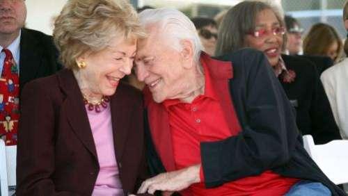 Anne Douglas, veuve de Kirk Douglas, est morte à l'âge de 102 ans