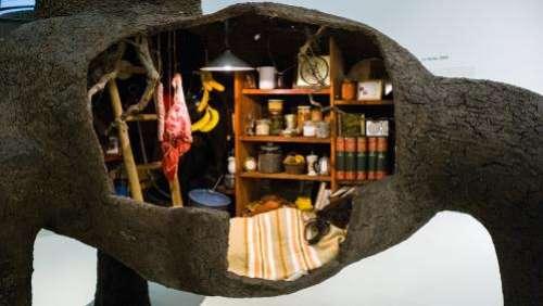 Le plasticien Gilles Barbier inaugure la réouverture du musée Soulages avec ses