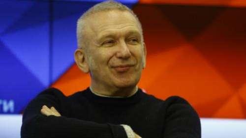 Entouré de jeunes créateurs, Jean Paul Gaultier renoue avec le prêt-à-porter