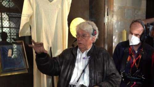 Jean-Jacques Annaud en tournage dans la cathédrale d'Amiens pour son film sur l'incendie de Notre-Dame