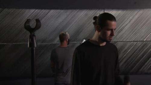 Quand le rappeur Lombre rend hommage à l'inventeur de l'outrenoir : une session live filmée au milieu des toiles de Soulages à Rodez