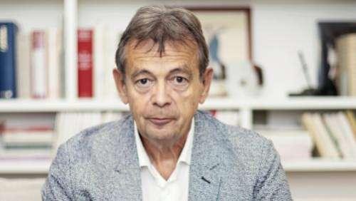 Pierre Lemaître offre à ses lecteurs son premier roman, un polar :