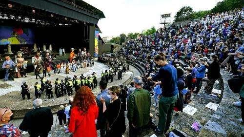 Biennale de la danse de Lyon : un défilé confiné mais spectaculaire à Fourvière