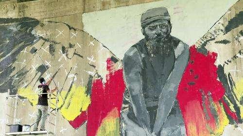 À Bordeaux, le pont d'Aquitaine s'illumine d'une fresque franco-cubaine sous les bombes d'un duo de graffeurs