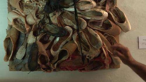 Dans le Luberon, les chaussons des danseurs étoiles se transforment en œuvres d'art