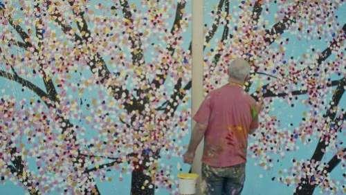 Damien Hirst : de ses œuvres provocantes et trash jusqu'aux magnifiques cerisiers en fleurs