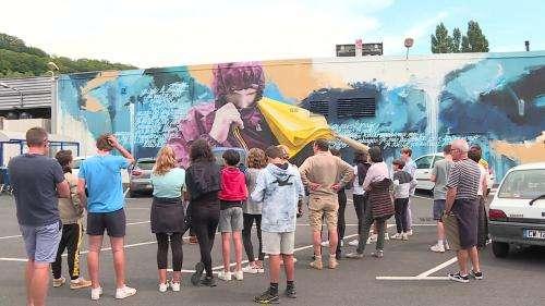 """""""Street Art Tour"""" à Aurillac : une visite guidée pour découvrir les fresques qui ornent les murs de la ville"""