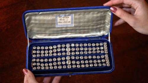 Deux bracelets de Marie-Antoinette seront mis aux enchères, pour la première fois, en novembre à Genève