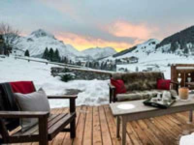 Snowy Retreat Escape