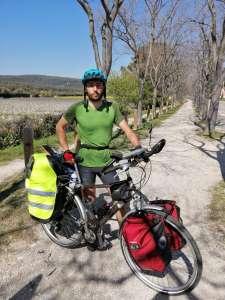 Expérience            À 20 ans, Théo Thibaudat fait un tour de France à vélo