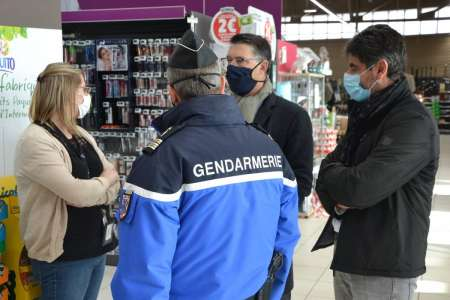 Soixante-quinze véhicules et cent vingt-cinq personnes contrôlés ce jeudi, entre Bourges et Avord, en présence du préfet du Cher
