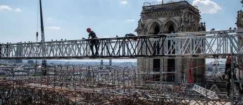 Notre-Dame de Paris: comment les cordistes démontent l'échafaudage