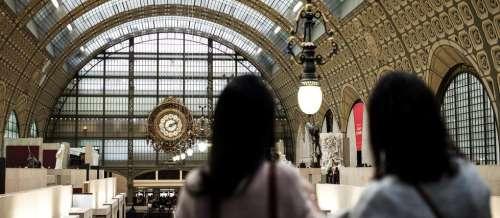 Refoulée du musée d'Orsay à cause de son décolleté