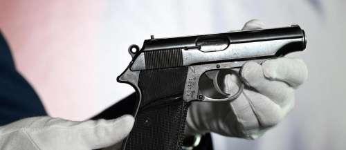 Le pistolet de Connery dans le premier «James Bond» vendu une fortune