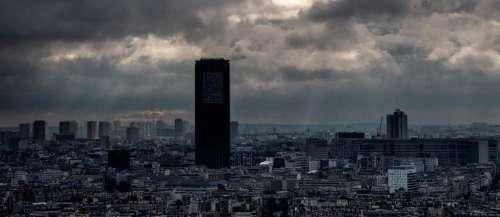 À 21 ans, il escalade la tour Montparnasse à mains nues en 49 minutes