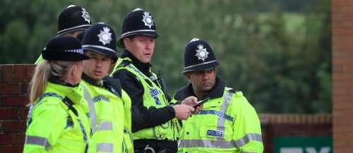 Alertée pour un meurtre, la police découvre un faux cadavre d'Halloween