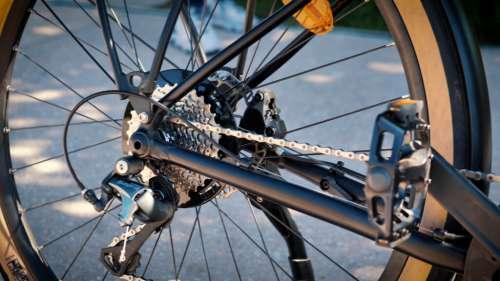 Équipement, sécurité, réparations: conduire un vélo électrique, combien ça coûte?