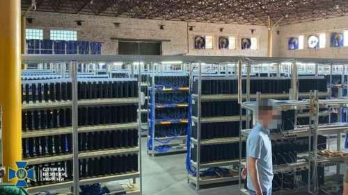 La police ukrainienne a saisi une ferme de crytominage qui faisait tourner des milliers de PS4