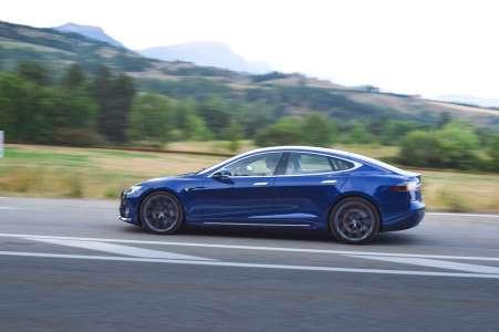 """Tesla dans le collimateur des sénateurs pour """"pratiques trompeuses"""""""