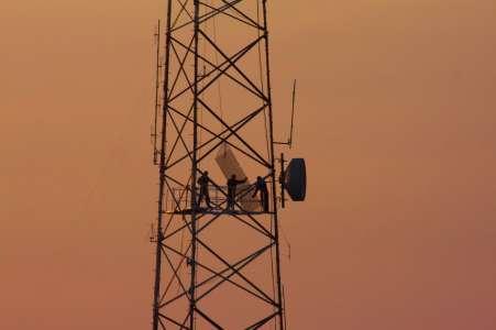 Incendies d'antennes relais: des milliers de personnes privées de réseau