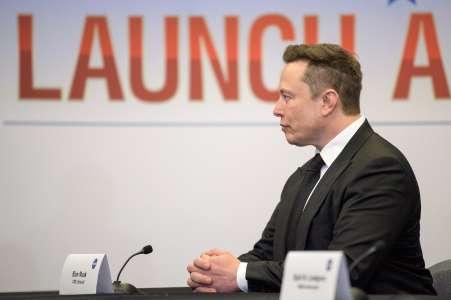 "Musk: SpaceX ira ""probablement"" sur la Lune d'ici 2024"