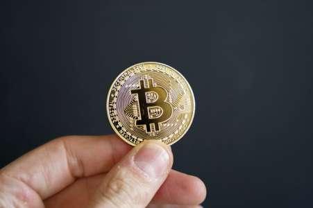Bitcoin en tant que «monnaie nationale», ça change quoi?