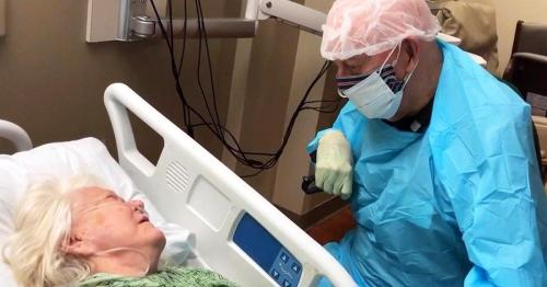 Ce mari dévasté fait ses adieux à sa femme depuis 30 ans après avoir été séparé d'elle pendant 4 mois