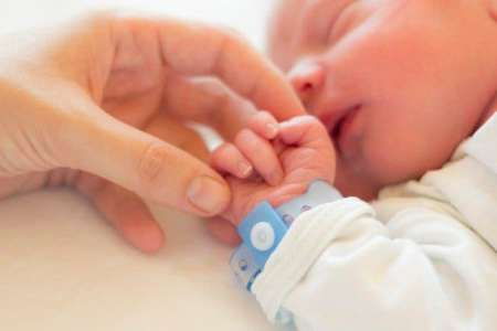 10 nouveau-nés attrapent le coronavirus à cause du personnel médical