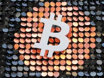 Le bitcoin franchit un cap en dépassant 50.000 dollars
