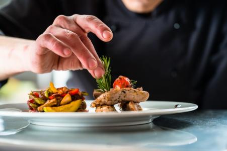 Un cuisinier se fait passer pour Meilleur Ouvrier de France pour être embauché
