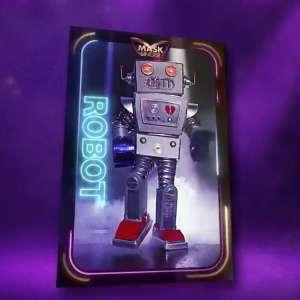 « Mask Singer » indices : qui se cache derrière le masque du Robot ?