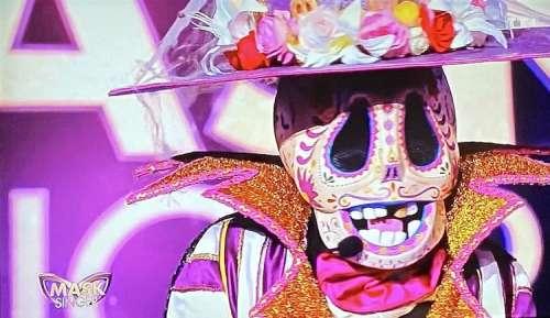 « Mask Singer » replay 7 novembre : le squelette et la pieuvre démasqués, les qualifiés pour la 1/2 finale, dernières rumeurs…