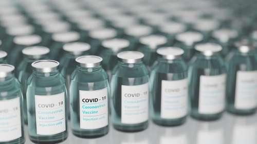 COVID-19: des millions de doses de vaccins jetées à la poubelle