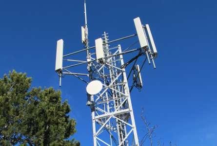 Free Mobile :  l'Arcep lève des restrictions technologiques sur l'utilisation de fréquences dans la bande 900 MHz et 2,1 GHz  à La Réunion et à Mayotte